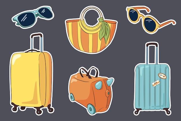 Conjunto de adesivos de bagagem de viagem desenhada de mão. malas, mala de criança, bolsa listrada de mulher, óculos de sol. coleção de atributos de turismo vetorial definida para logotipo, adesivos, estampas, design de etiqueta. vetor premium