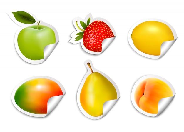 Conjunto de adesivos de frutas plana.