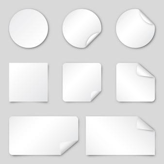Conjunto de adesivos de papel branco. ilustração