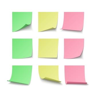 Conjunto de adesivos de pino verde amarelo e vermelho, com espaço para texto ou mensagem. ilustração