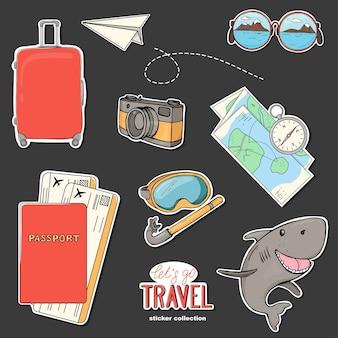 Conjunto de adesivos desenhados à mão sobre o tema de viagens e atividades ao ar livre