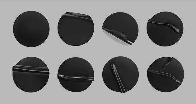 Conjunto de adesivos pretos colados redondos amassados.