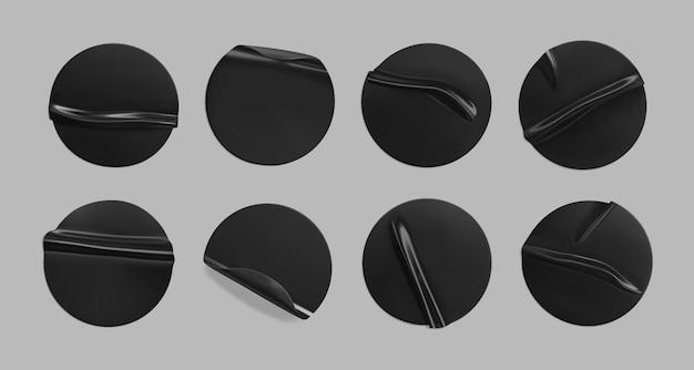 Conjunto de adesivos pretos colados redondos amassados. Vetor Premium