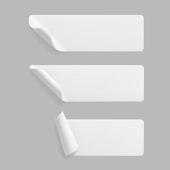 Conjunto de adesivos retangulares colados brancos com cantos ondulados