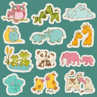 Conjunto de animais bebê e mamãe em adesivo em papel