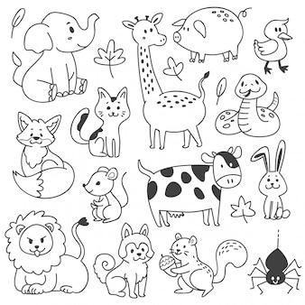 Conjunto de animais doodle isolado no branco
