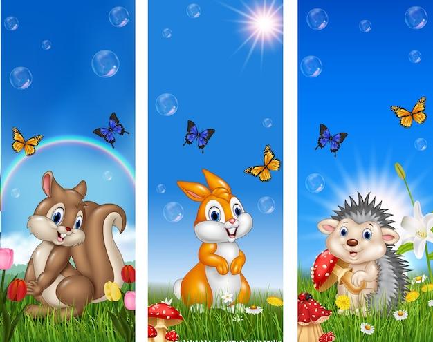 Conjunto de animais engraçados de árvore com fundo de natureza