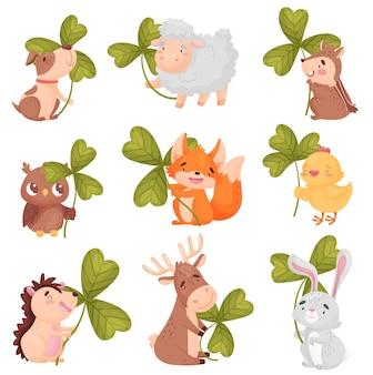 Conjunto de animais fofos com trevo