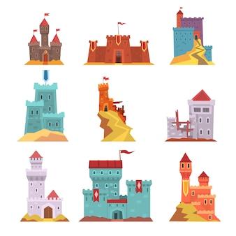Conjunto de antigos castelos e fortalezas, vários edifícios de arquitetura medieval ilustrações em um fundo branco