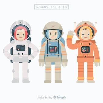 Conjunto de astronautas em design plano