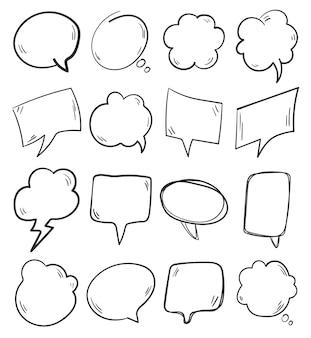 Conjunto de balões de fala de doodle desenhado à mão negra