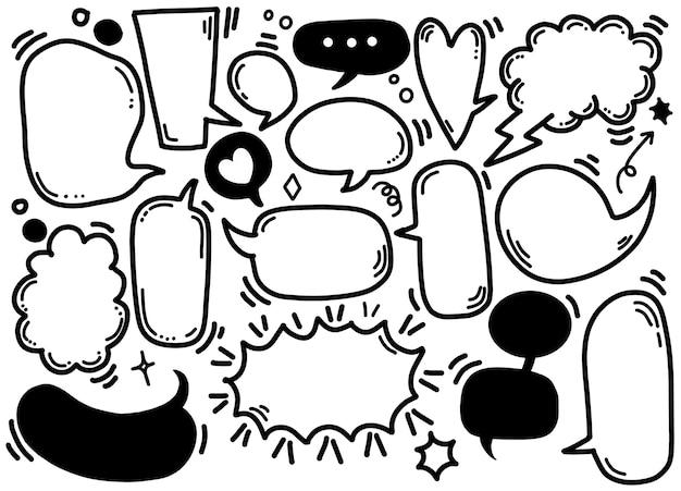 Conjunto de balões de fala diferentes isolados no branco