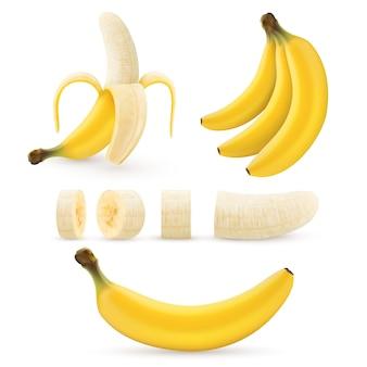 Conjunto de banana, cachos de bananas tropicais frescas, meio descascadas e fatiadas.