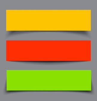 Conjunto de bandeiras coloridas de papel com sombras
