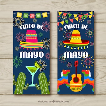 Conjunto de bandeiras de cinco de maio com elementos mexicanos tradicionais
