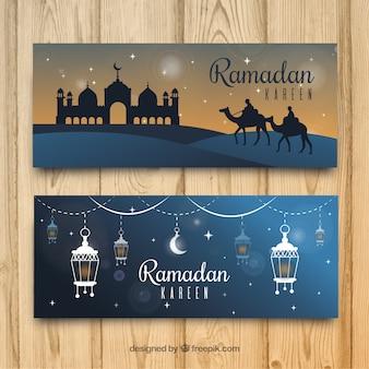 Conjunto de bandeiras do Ramadã com mesquita e ornamentos