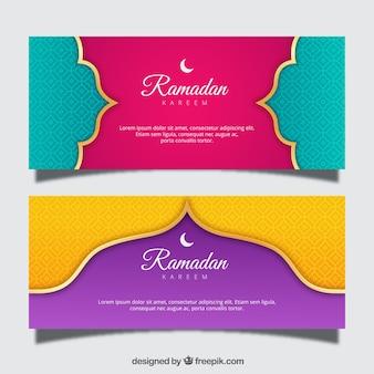 Conjunto de bandeiras do ramadã com ornamentos