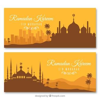 Conjunto de bandeiras do ramadã com silhuetas de mesquitas em estilo simples