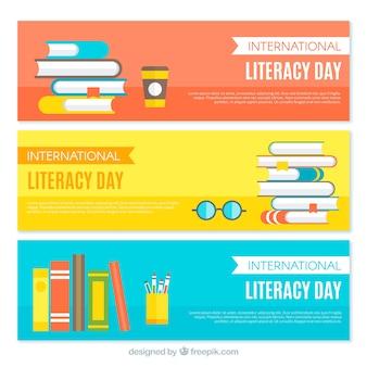 Conjunto de banners coloridos de livros em design plano