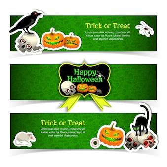 Conjunto de banners com animais de elementos de halloween e fita amarela em fundo verde texturizado isolado