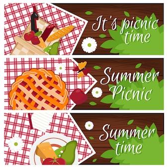Conjunto de banners com mesa de madeira com cesta de piquenique para o tema de horário de verão Vetor Premium