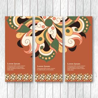 Conjunto de banners verticais com elementos tribais abstratos de mão desenhada.