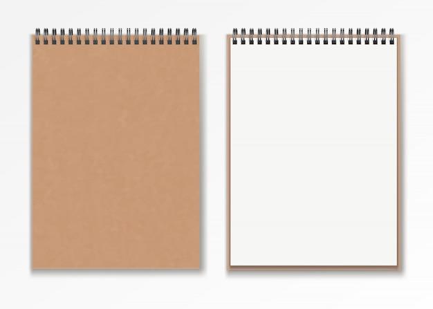 Conjunto de bloco de notas em espiral realista vertical vertical realista em branco.