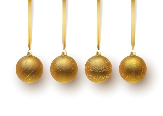 Conjunto de bola de natal de ouro, com um enfeite e lantejoulas. isolado no fundo branco.
