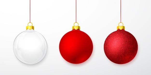 Conjunto de bola de vidro de natal isolado no branco
