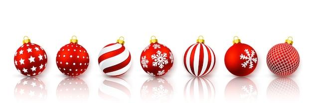 Conjunto de bola vermelha de natal. bola de vidro de natal em fundo branco. molde da decoração do feriado.