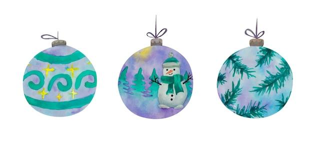 Conjunto de bolas de natal azuis em aquarela com boneco de neve no chapéu e lenço, enfeite, galhos de pinheiro