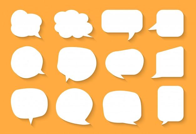 Conjunto de bolha do discurso em quadrinhos. nuvens de caixa de texto vazio dos desenhos animados. diferentes formas abstraem ícone plana em branco bolhas. balão de mensagem de quadrinhos