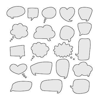 Conjunto de bolhas de discurso de comunicação de vetor, nuvens de diálogo de mão desenhada isoladas no fundo branco.