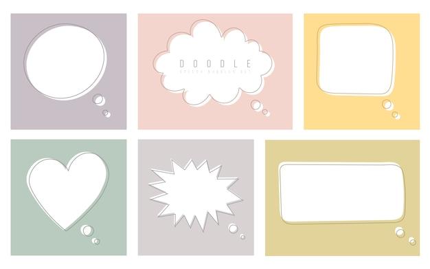 Conjunto de bolhas do discurso de cor no estilo de desenho. janelas de diálogo com espaço para frases e mensagens de texto.