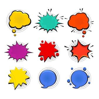 Conjunto de bolhas do discurso dos desenhos animados coloridos de vetor simples isolado no branco.