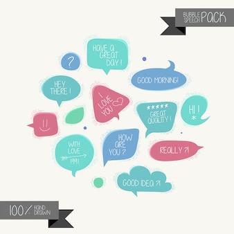 Conjunto de bolhas do discurso mão desenhada no fundo branco