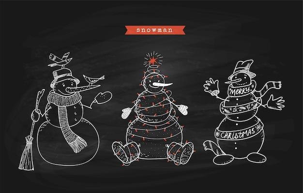 Conjunto de bonecos de neve doodle no quadro negro