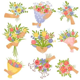 Conjunto de buquês de flores nas mãos