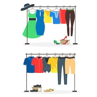 Conjunto de cabides para roupas com desgaste em cabides.