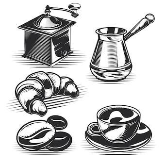 Conjunto de café, croissants e equipamentos de cozinha
