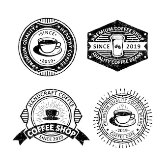 Conjunto de café vintage emblemas etiquetas, emblemas e logotipo