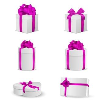 Conjunto de caixas de presente branca com laços e fitas cor de rosa.