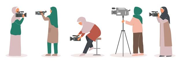 Conjunto de camerawoman do jornalista de tv muçulmano. personagem com entrevista de tiro com câmera. mídia social.