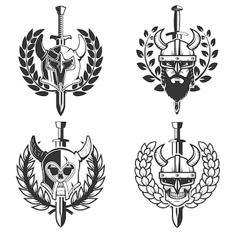 Conjunto de capacetes com coroa e espada.