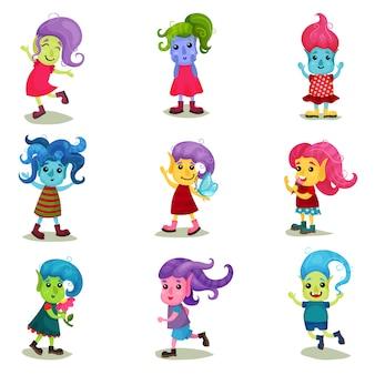 Conjunto de caracteres bonitinho troll, criaturas felizes com diferentes cores de pele e cabelo ilustrações sobre um fundo branco