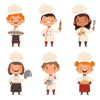 Conjunto de caracteres de crianças cozinheiros