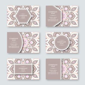 Conjunto de cartão de visita desenhado à mão ornamental com mandala floral