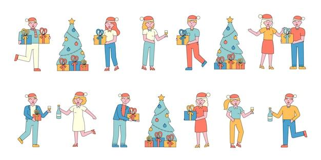 Conjunto de cartas planas de celebração de ano novo. pessoas de chapéu de papai noel compartilhando presentes.