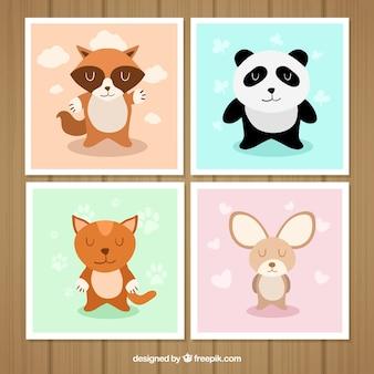 Conjunto de cartões com fofos animais sorrindo