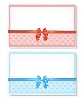 Conjunto de cartões com laços de fitas de cetim e corações isoladas